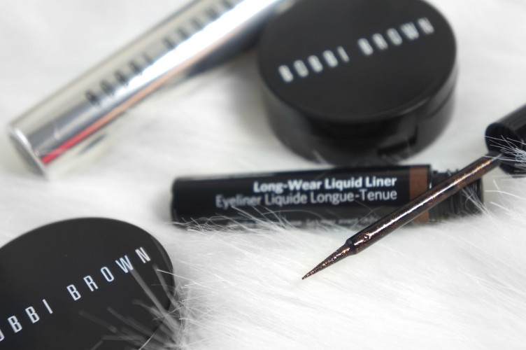 Połyskujący eyeliner od Bobbi Brown: Long Wear Liquid Liner